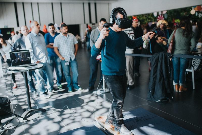 טכנולוגית VR במהלך אירוע עסקי